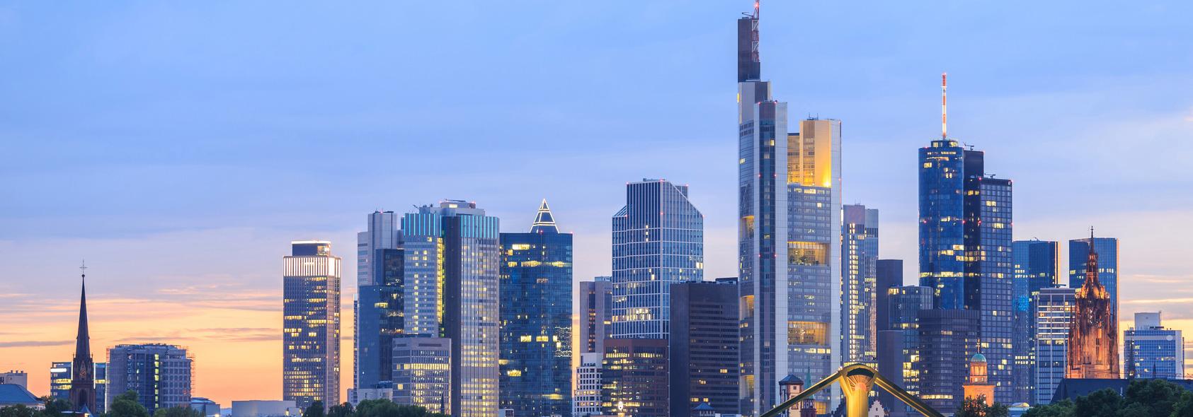 Banken-Skyline-Frankfurt-Home-103841327